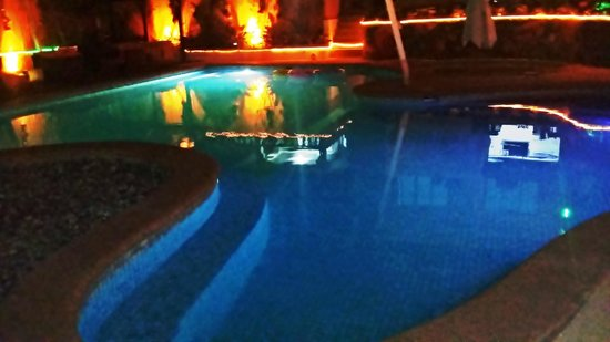 Lalaguna Villas: Amazing lights at the pool side