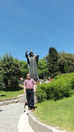 Grgur Ninski Statue : Posąg