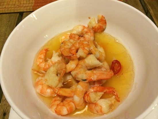 Mondo Restaurant & Lounge: shrimp in butter w/garlic (not cleaned before cooking)