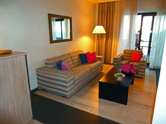 Hotel Santa Tecla Palace : Our suite - the living area