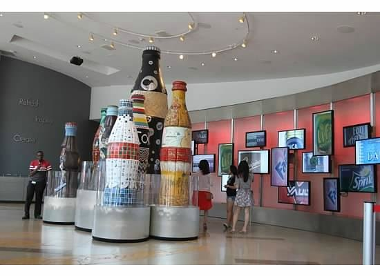 World of Coca-Cola: Giant Coca-Cola