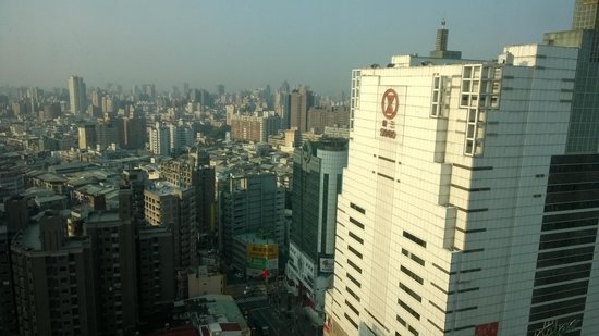 The Splendor Hotel Taichung: The Sogo Mall Skyline seen from inside