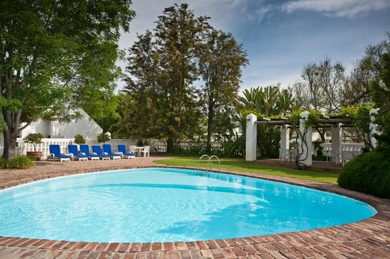 Protea Hotel by Marriott Oudtshoorn Riempie Estate: 24hrs open Swimming pool, Towels provided at Reception