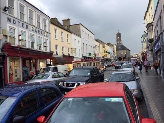 Kilkenny Ormonde Hotel: Hauptstrasse von Kilkenney