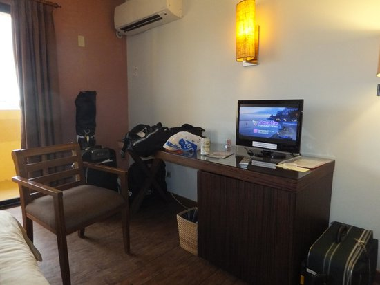 Guam Plaza Hotel : 22型テレビで小さい