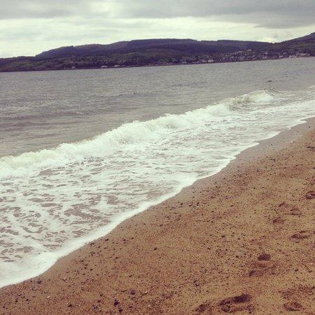 The Douglas Hotel: Walk along the beach