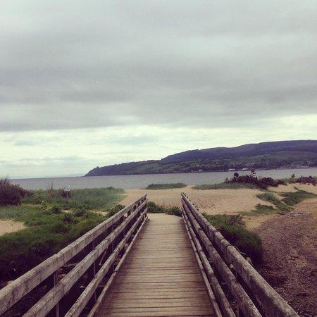 The Douglas Hotel: Beach walk