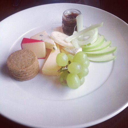 The Douglas Hotel : Dessert of Arran cheese and Oatcakes