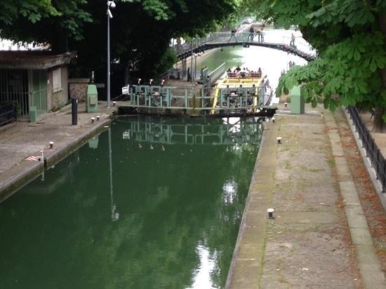 Mercure Paris Terminus Nord : Canal A Short Walk From The Hotel