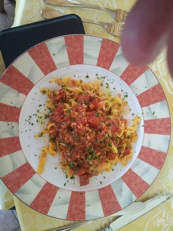 Ristorante La Pineta : Fettuccine alla Velzna (fettuccine fatte a mano con pomodoro fresco al coregone, luccio e persic
