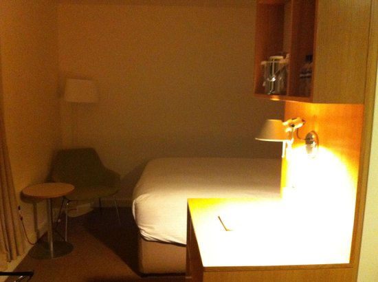 DoubleTree by Hilton Hotel London -Tower of London : Bed
