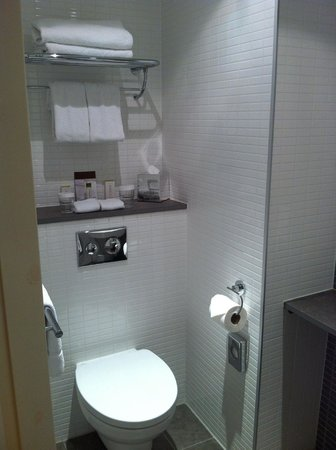 DoubleTree by Hilton Hotel London -Tower of London: Bathroom nice and clean