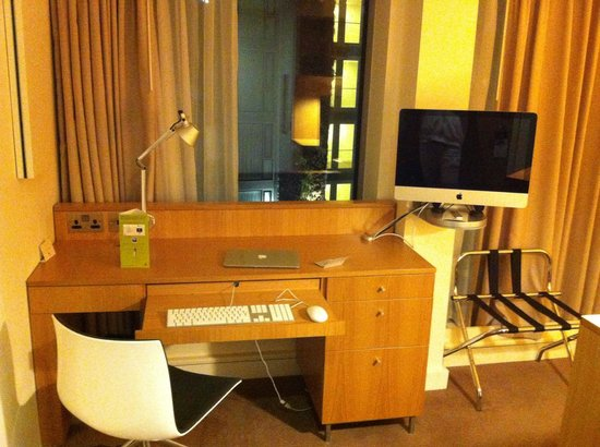 DoubleTree by Hilton Hotel London -Tower of London: Room offers Apple devices