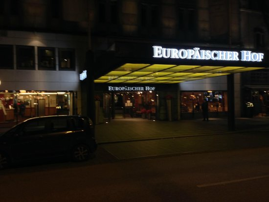 Hotel Europäischer Hof: Außen bei Nacht