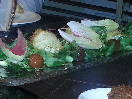 Loft 39 : Ensalada de rúcula, bresaola, parmesano y tomatitos secos