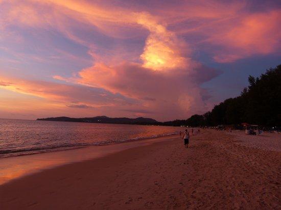 Best Western Premier Bangtao Beach Resort & Spa : Plage située devant l'hôtel (6 kms de sable fin)