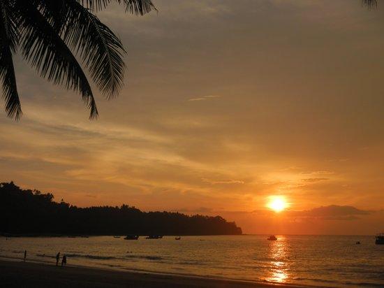 BEST WESTERN Premier Bangtao Beach Resort & Spa: Coucher de soleil sur la plage de l'hôtel