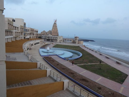 Sagar Darshan - Somnath Trust: Sea and Temple view from my FF room balcony.