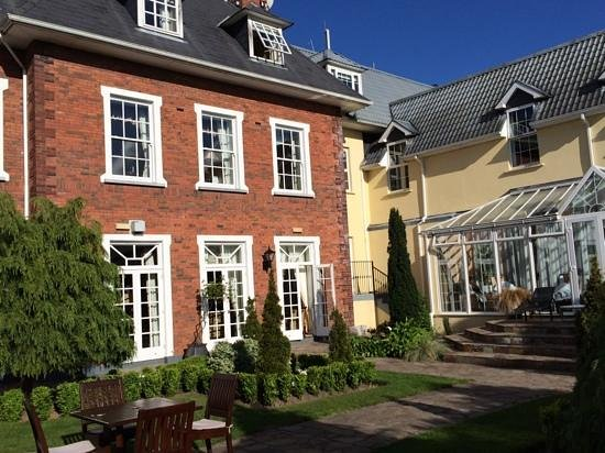 Hayfield Manor Hotel: blick aus dem Hotelgarten