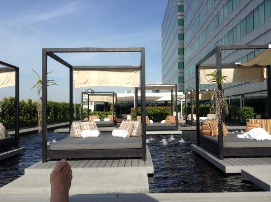 Centara Watergate Pavillion Hotel Bangkok: The water area.