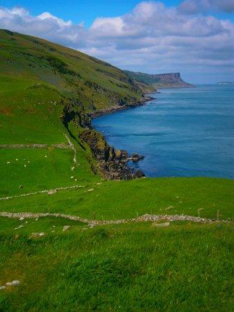 Causeway Coastal Route : View of Antrim coast, south of Rathlin Island