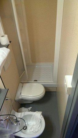 Hotel Liliana: Il bagno della stanza assegnatami