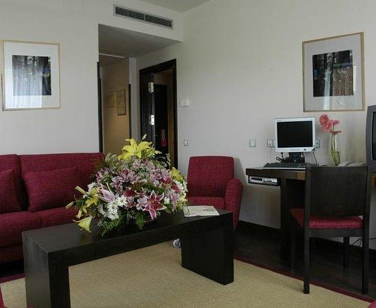 Petit Palace Madrid Aeropuerto Hotel: Guest room