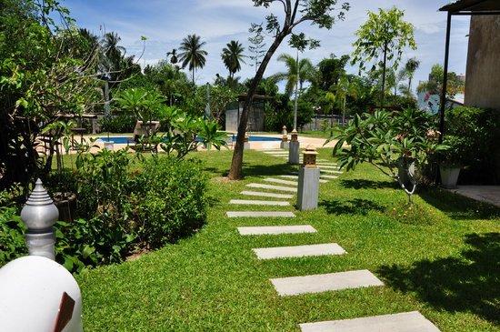 The Gleam Resort: Pad naar zwembad