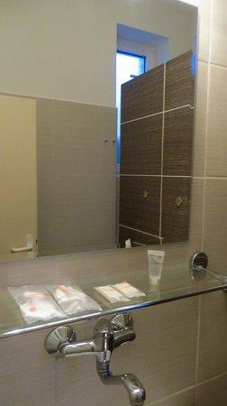 Pension Tiberia: bathroom