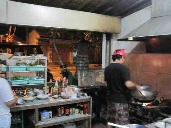 Warung Makan De 5: De 5 Kitchen