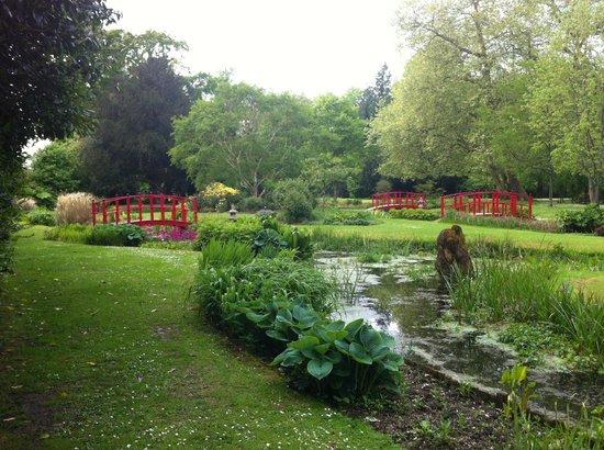 Wilton House: Ponds and bridges