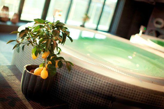 Radisson Blu Riverside Hotel, Gothenburg: Enjoy relaxation in our spa pools, also comes with a magnicifent view of the city and harbour