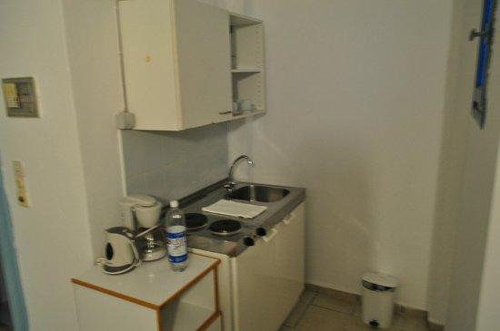 Galeana Beach Hotel: кухня в номере