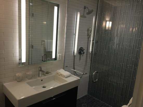 The Tuscany - A St Giles Signature Hotel : Bathroom