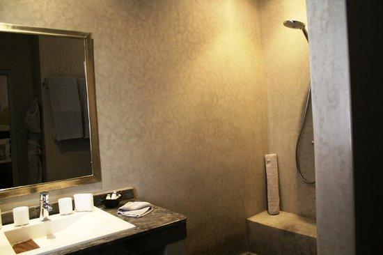 Riad Shanima & Spa: Salle de bain L'olivier