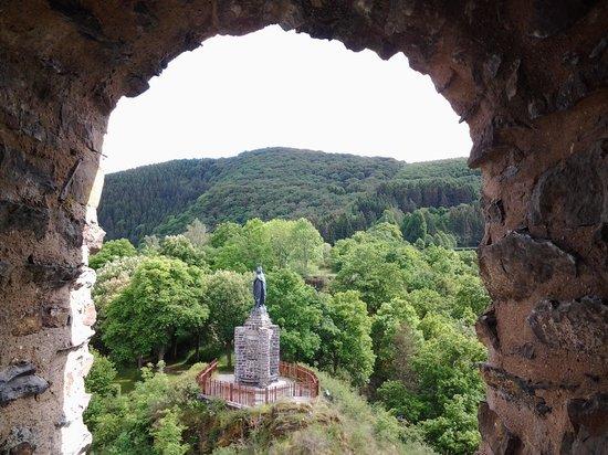 Hotel Le Postillon : Boven op de berg oude ruine