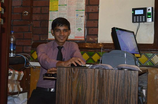 Cafe Mondegar : The Cute Smiling manager
