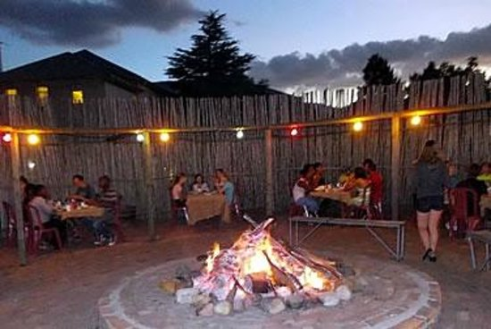 Franschhoek Travellers' Lodge & Group Accommodation: Our Boma, ideal for outdoor get togethers and Bonfires