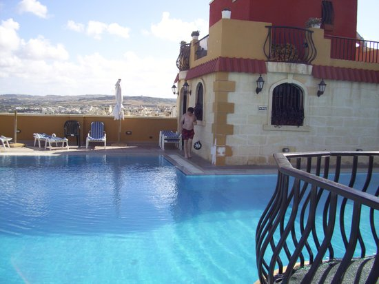 Soreda Hotel : Roof top pool