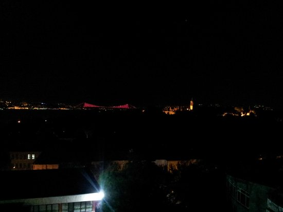 Agora Life Hotel : View from the roof, Bospurus by night
