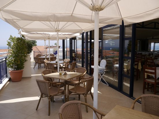Contessa Hotel: The restaurant terrace