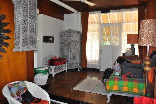 Hotel Gazebo Meno: Spacious entry with single bed