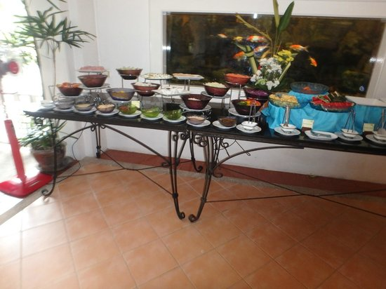 The Old Phuket: Buffet breakfast
