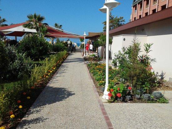 Annabella Diamond Spa & Hotel: Дорога на пляж