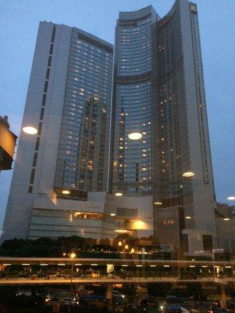 Four Seasons Hotel Hong Kong: Hotel building