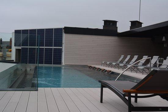 Hotel Olivia Balmes: Pool über den Dächern von Barcelona