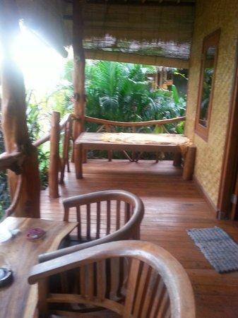 Merta Sari Bungalow: Porch