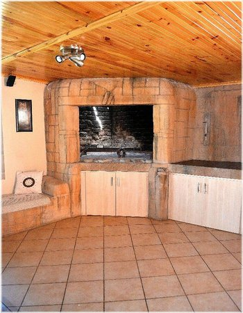 Lavender Guesthouse: Dinning room with braai area