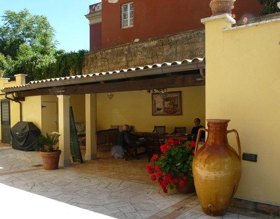 Villa Paganini B&B: Il patio