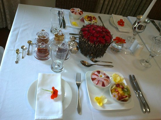Somerset Lodge: Beautiful breakfasts (look at the detail)
